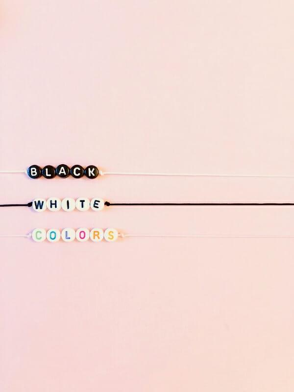 couleurs perles bracelets message